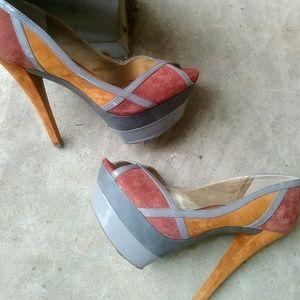Jessica Simpson platform heels 👠